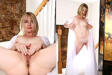 milf,stockings,blonde