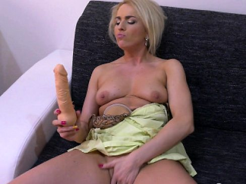 Sexy blonde loves to pleasure her pussy