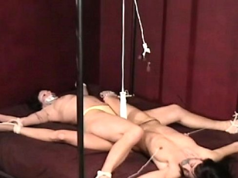 Bulky beauty gets her pussy examined thoroughly